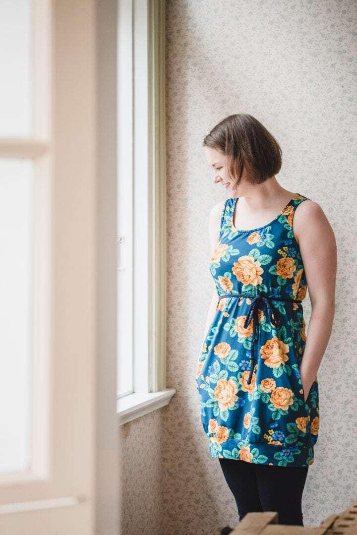 Oskunautti Venus mekko babushka roses keltainen